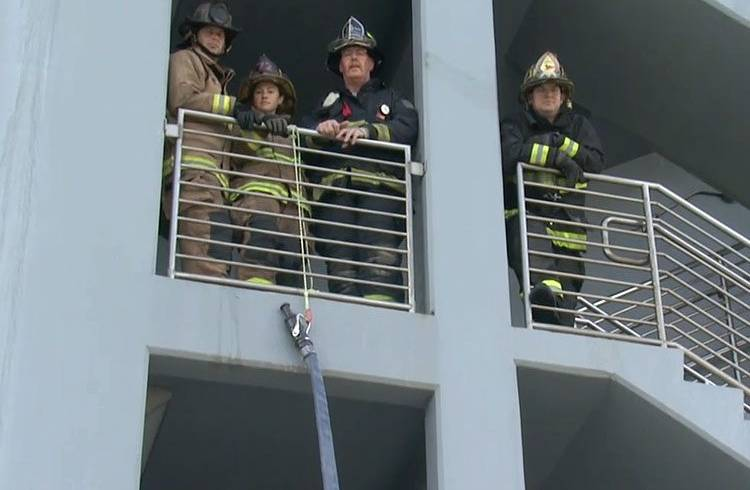 Training Minutes: Extending a Hoseline Up Exterior of a Building
